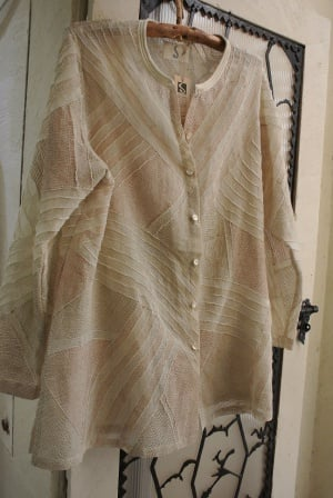 アナンダ工房'19夏 -モスリンの刺繍と綿の縞-